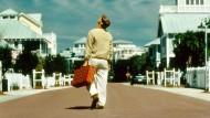 """Noch Privatmann oder schon öffentliche Person? Und wer schaut alles zu? Was Jim Carrey 1998 im Film """"Die Truman Show"""" bewegte, geht uns heute alle an."""