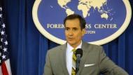 Außenamtssprecher John Kirby auf einer Pressekonferenz (April 2016)