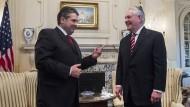 Zwei neue Außenminister unter sich: Gabriel trifft Tillerson