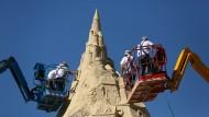 In Duisburg steht eine rekordverdächtige Sandburg