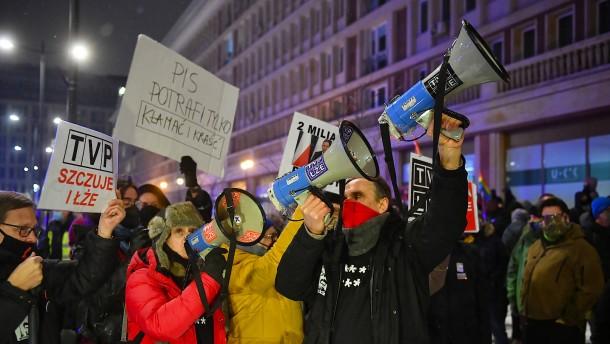 Vorgehen gegen Medien spaltet Polens Regierungslager