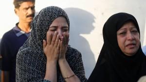 Dutzende Tote bei Anschlag in Karachi