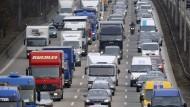 """Mithilfe des """"Juncker-Plans"""" will die EU Milliarden für neue Infrastruktur-Projekte ausgeben: Die Versicherungswirtschaft signalisiert Interesse."""