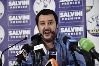 """Il ministro degli Interni italiano Matteo Salvini lunedì in una conferenza stampa sul caso della nave rifugiata """"Aquarius"""""""