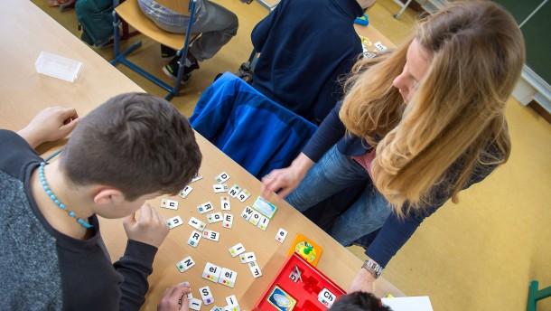 Hessen stellt zusätzliche Lehrer ein