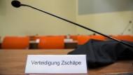 Die Anklagebank von Beate Zschäpe im Gerichtssaal des Münchner NSU-Prozesses
