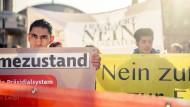 Ernstes Anliegen: Gegner des Versuchs, in der Türkei ein Präsidialsystem zu installieren, demonstrieren in Frankfurt.