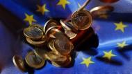 Hier kann man den Abwärtstrend der fallenden Euro-Münzen mit Gravitation erklären. Das geht in der Wirtschaft nicht.