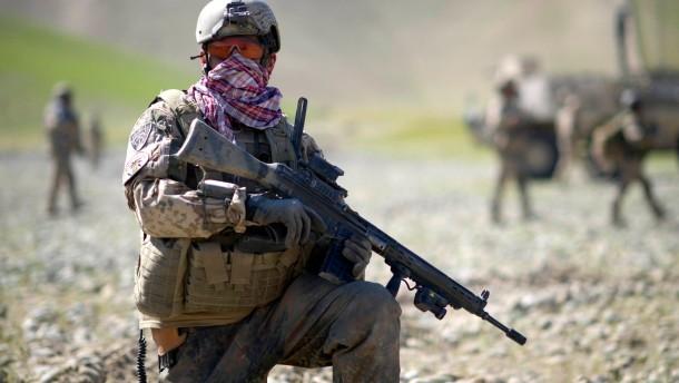 Verteidigungsminister erwartet mehr Auslandseinsaetze der Bundeswehr
