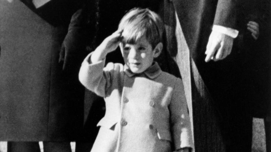 """""""Ein einschneidendes Erlebnis"""": John F. Kennedy Jr. 1963 beim Staatsbegräbnis für seinen Vater."""