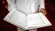 Import-Imame der Ditib, des größten deutschen Islamverbandes, unterstehen der türkischen Religionsbehörde Diyanet. Der Verband betreibt neunhundert der rund 2500 Moscheen in Deutschland.