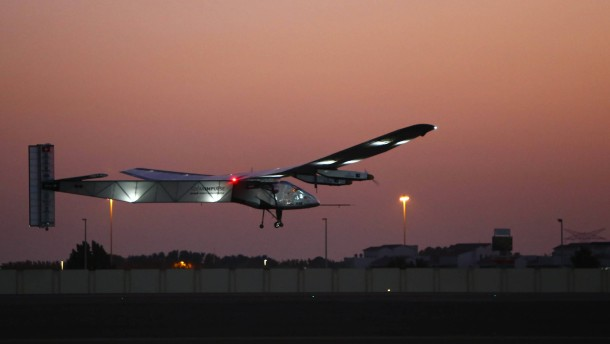 Solarflieger zur Erdumrundung gestartet