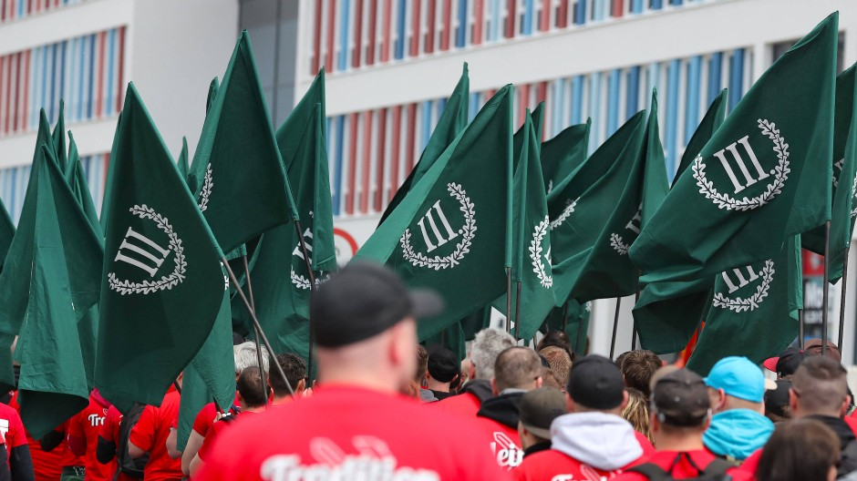 """Demonstration von Rechtsextremisten am 1. Mai 2018 in Chemnitz. Angemeldet wurde der Umzug von der Neonazi-Partei """"Der III. Weg""""."""