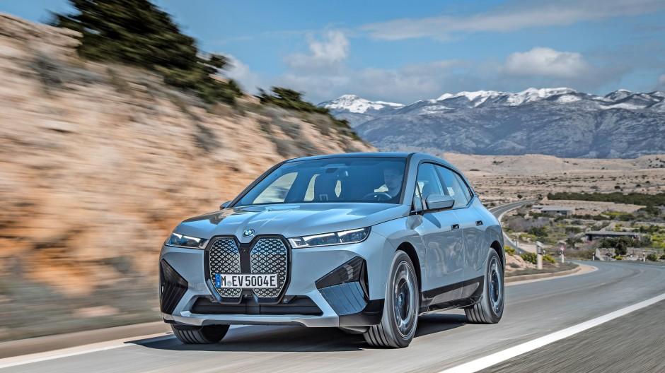 Nix wie los: BMW iX mit großer Reichweite und unkonventionellem Kleid