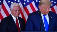 Donald Trump bei einem Auftritt in der Wahlnacht mit seinem Vizepräsidenten, Mike Pence