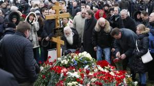 Hunderte geben Nemzow letztes Geleit