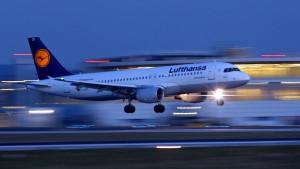 Lufthansa kämpft mit Flugausfällen und Treibstoffkosten