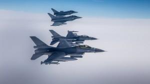 Kampfjets begleiten Passagiermaschine nach Schlägerei an Bord