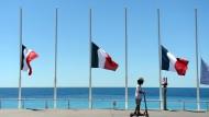 86 Lichtsäulen für die Opfer von Nizza