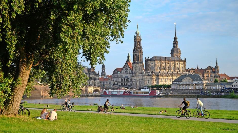 Elberadweg in Dresden: So reizvoll die Immobilien sind, für die Geldanlage sind sie nicht immer die erste Wahl.