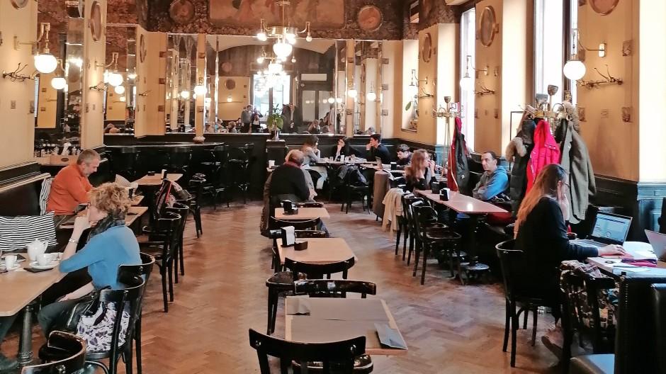Seit jeher ein Ort der Literatur: Ein Tisch im Antico Caffè San Marco ist immer für Claudio Magris reserviert.