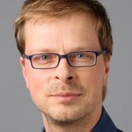 """Fridtjof Küchemann  - Portraitaufnahme für das Blaue Buch """"Die Redaktion stellt sich vor"""" der Frankfurter Allgemeinen Zeitung"""