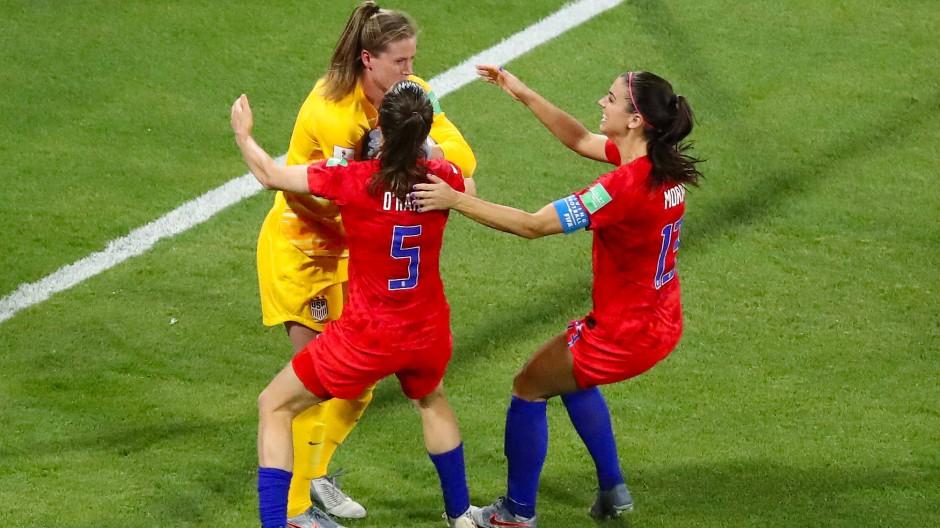 Amerikanerinnen spielen sich ins Finale