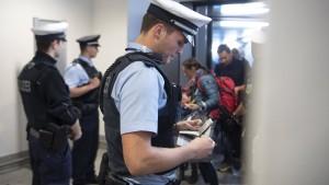 Zwei deutsche Frauen aus der Türkei in Frankfurt gelandet