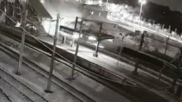 Überwachungskamera zeigt dramatisches Zugunglück