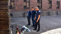 Rapper Kollegah und Farid Bang besuchen Auschwitz