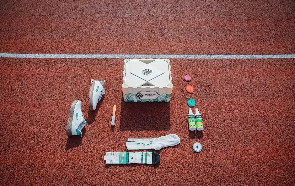 """Die """"Collectors-Box"""" bietet nicht nur Platz für Sneaker, sondern auch für Pflege- und Reinigungsprodukte, mehrere Schnürsenkelpaare sowieso zwei Paar Socken."""