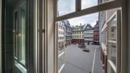 Blick auf bunte Nachbildungen: Der Hühnermarkt in der neuen Altstadt