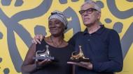 Vitalina Varela und Pedro Costa bei der Vergabe der Filmpreise von Locarno