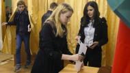 Qual der Wahl: Studentinnen geben bereits Tage vorher ihre Stimme ab