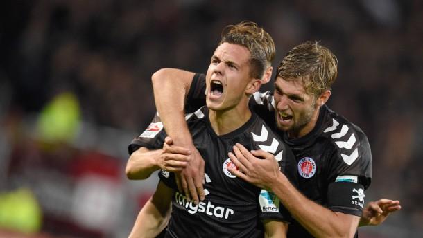 St. Pauli klettert auf Platz drei
