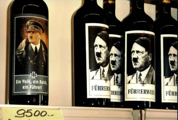 """""""Führerwein"""" ist in Deutschland verboten. In Italien sind Duce, Hitler und Hakenkreuze auf Souvenirartikeln nicht nur erlaubt, sondern auch erwünscht."""
