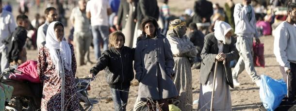 Bedroht durch die islamistische Terrormiliz: Kurdische Flüchtlinge an der syrisch-türkischen Grenze