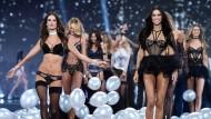 Unterwäsche-Models begeistern in London