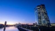 Europäische Zentralbank in Frankfurt: Auf längere Sicht wird es hier schwerer fallen, Anleihekaufprogramme mit der Großzügigkeit der vergangenen Jahren zu betreiben.
