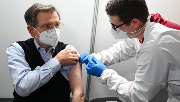 Alterspräsident als erster Bundestagsabgeordneter geimpft