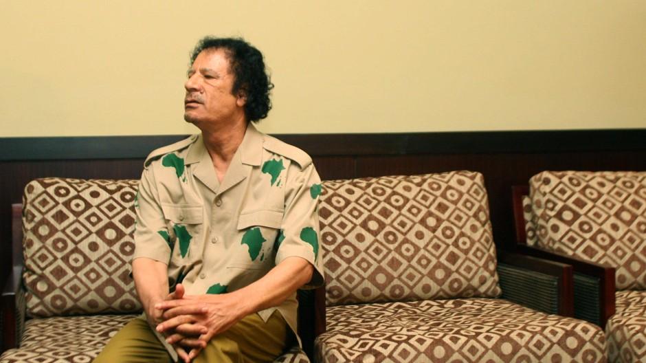 Gaddafi bei einem Gipfeltreffen in Gambia im Jahr 2006