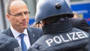 Innenminister Beuth sieht keinen Nachwuchsmangel