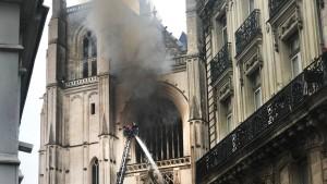 Und wieder brennt eine Kirche