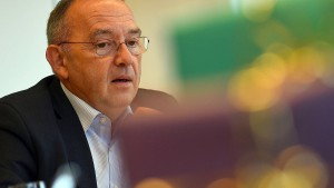NRW-Vorstand nominiert Walter-Borjans für SPD-Vorsitz