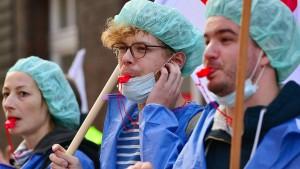 Koalitionäre wollen 8000 Stellen in der Pflege schaffen