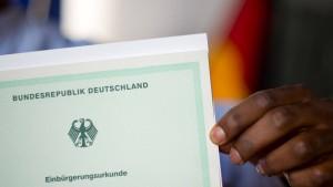 Zahl der Einbürgerungen in Hessen sinkt