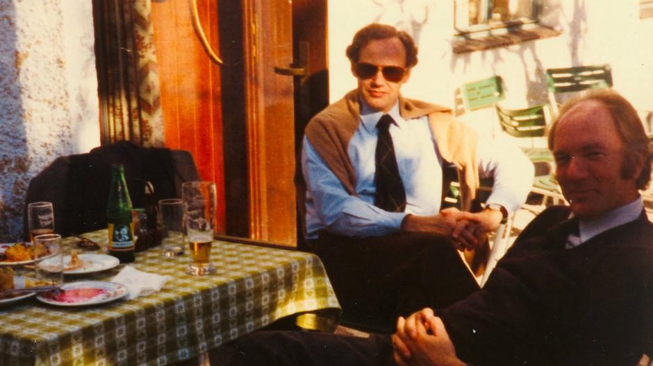 Unter Halbbrüdern: Peter Fabjan (links) mit Thomas Bernhard beim Gambrinuswirt in Gmunden in den siebziger Jahren