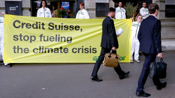 Greenpeace blockiert Schweizer Großbanken