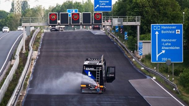 Wie eine Autobahn in 88 Stunden neu asphaltiert wurde