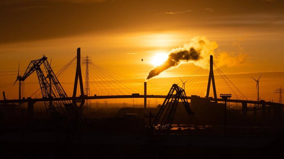 Geht die Sonne auf oder unter über der deutschen Konjunktur, hier der Hamburger Hafen?